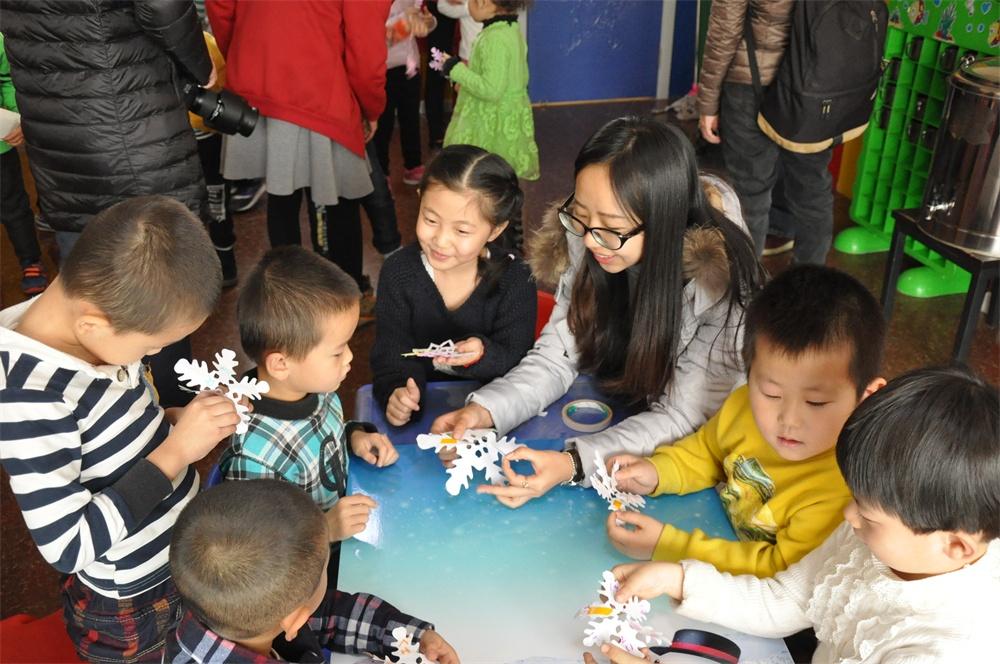 幼儿园的老师们开展丰富多彩的文化活动,把二十四节气知识运用视频图片